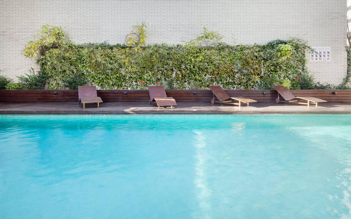 Swimming pool hotel ilunion valencia 4