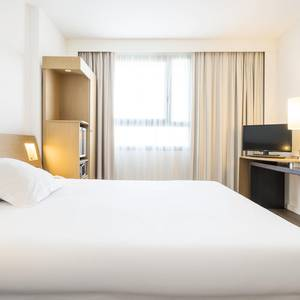 Accessible room Hotel ILUNION Valencia 4 Valencia